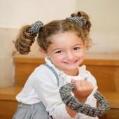 Estrenamos Octubre y lo hacemos con nuestros coleteros de cuadros de lana, ¡nuestros famosos scrunchies!  https://www.cuini.com/es/inicio/170-coletero-donut-cuadros.html   📸 Jimena lleva en la mano la diadema fruncida con el mismo tejido.  #scrunchies #coleterodelana #lazosdealgodon #lazosinfantiles #complementosparaniñas #empresaespañola #marcaespaña #complementosinfantiles #lazosparaniñas #madeinspain #marcaespanola #accesoriosinfantiles #adornosparaelpelo #diademasniña #diademas #cuini #cuinimadrid #vichyprint #texture