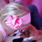 Teníamos muchas ganas de empezar a a enseñarte las bandas de lycra. ¡Pura inspiración para este verano! Olivia lleva la banda con moña en color rosa. Pero está disponible en un montón de colores que ya puedes ver en la web.  🌸🌺Ideal con vestido de tirantes como lo lleva nuestra peque. 🌸🌺  #bandadelycra #lycra #pink #justpink #summerlover #lovesummer #complementosinfantiles #lazosparaniñas #madeinspain #marcaespanola #accesoriosinfantiles #adornosparaelpelo #diademasniña #diademas #cuini #cuinimadrid