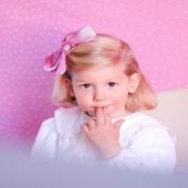 ¡Por fin podemos empezar a enseñaros el resultado de la sesión de fotos para presentaros (con modelo) la nueva colección.  🎀 Olivia lleva pinza con lazo de faya rosa. ¿A tu peque le gusta más llevar pinza, coletero o diadema?  #lazodefaya #lazodealgodon #pink #justpink #lovepink #pinklover #complementosinfantiles #lazosparaniñas #madeinspain #marcaespanola #accesoriosinfantiles #adornosparaelpelo #diademasniña #diademas #cuini #cuinimadrid