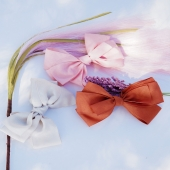 ¡Llega el solecito! ☀️  Y con el solecito, las ganas de estrenar la nueva colección de Cuini. Tres lazos de algodón que nos gustan tanto juntos como separados. Rosa, color teja y beige. ¡Pero hay muchos más! Pásate por la web y dinos si prefieres, pinza, coletero, horquilla o diadema.  👉🏻¡Te leemos!  #lazosdealgodon #cotton #cottonforkids#organiccotton #nature #pink #complementosinfantiles #lazosparaniñas #madeinspain #marcaespanola #accesoriosinfantiles #adornosparaelpelo #diademasniña #diademas #cuini #cuinimadrid