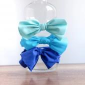 """Coleteros con lazos de licra para tus planes de verano. Hemos escogido estos tres en tonos azules porque nos recuerda al mar. 🌊  ¿Cuál es tu gama favorita? ¿Eres de las que te gusta que tu peque vaya preciosa hasta a """"la pisci""""? 🏊🏻  #coletero #lazodelicra #lazosinfantiles #complementosparaniñas #empezaespañola #marcaespaña #complementosinfantiles #lazosparaniñas #madeinspain #marcaespanola #accesoriosinfantiles #adornosparaelpelo #diademasniña #diademas #cuini #cuinimadrid #vichyprint #texture """