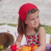 ¿Que levante la mano quien esté pensando en la pisci? 🙋🏻♀️ Por aquí tenemos muchas ganas.  📸 Carlota lleva Pirata Tela Plumetti en color rojo. La opción perfecta para que tu niña lleve el pelo recogido y no le moleste a la hora de jugar con su pandilla. Este modelo está en 6 colores que os dejamos en stories. ¡Y como siempre en nuestra web!  #pirata  #plumetti #telaplumetti #plumettirojo #lazosdealgodon #lazosinfantiles #complementosparaniñas #empresaespañola #marcaespaña #complementosinfantiles #lazosparaniñas #madeinspain #marcaespanola #accesoriosinfantiles #adornosparaelpelo #diademasniña #diademas #cuini #cuinimadrid #vichyprint #texture